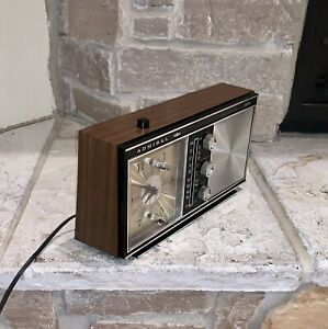 Vintage Admiral Japan Made Wood Grain AM/FM Clock Radio Boombox Stereo CRF-121