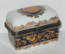 Kästchen, Porzellan Dose mit Löwenkopf, Nostalgie-Stil, rar, 6x5x4cm
