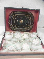 DINETTE DE POUPEE ANCIENNE AVEC SON COFFRET XIX ? porcelaine à identifier