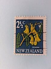 New Zealand  2 ½ c Pictorial Stamp of a Flower (Kowhai) circa 1960s