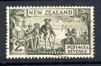 New Zealand 1935 2/- olive green Perf 13-14 & 13.5 good used SG568 WS19500