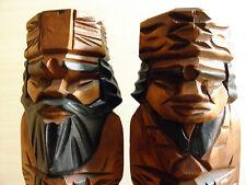 Vintage wooden pair dolls of ethnic Ainu people / Une paire de poupées anciennes