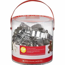 Christmas Holiday Shapes Vintage Metal Cookie Cutters Set, 18-Piece Bundle Party