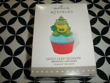 "CUTE! HALLMARK KEEPSAKE CUPCAKE ORNAMENT, 8TH ""LUCKY LEAP~RECHAUN"" ~2016~T3540"