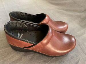 Women's Dansko Leather Clogs Brown Size 38 Nursing Shoes