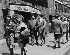 1948 TOOTS SHOR /& JOE DIMAGGIO in Front of His Restaurant PHOTO