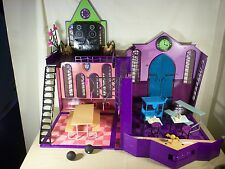 Monster High High School Playset-lots of accessories-Look at the pictures