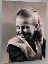 PHOTO D'ART DE 50's . PORTRAIT ENFANT FILLETTE  . 28x38 cm . SNAPSHOT VINTAGE