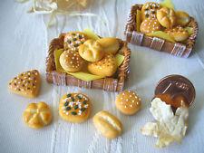 =1 x BRÖTCHEN-MIX im BROTKORB= Bäckerei Puppenstubenminiatur 1:12 / 1:10 by HW