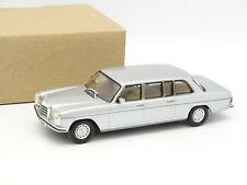 IXO SB 1/43 - Mercedes 240 D W115 Limousine Lang Silver 1974