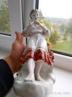 porcelain--figurine--USSR- Guessing on a camomile---Polonne--USSR--VINTAGE