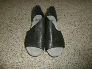 Earth Shoes Women's Ficus Capricorn Wedge Sandal Black Leather US 9M