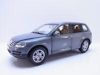 45123 | Burago VW Touareg I (7L) SUV Geländewagen 2002–2010 grau 1:18 Modellauto