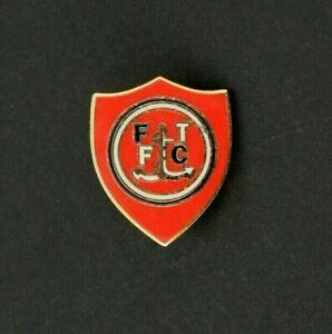 FLEETWOOD TOWN FOOTBALL CLUB PIN BADGE