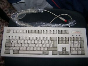 Compaq PS/2 Extended III Keyboard Latin American P/N 140536-116 - Product of USA