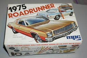 1975 Plymouth Road Runner MPC 1/25 Complete & Unstarted.