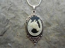 BEAUTIFUL HORSE AND HORSESHOE CAMEO NECKLACE!! LUCKY!! .925 SILV. PLATE CHAIN!!!