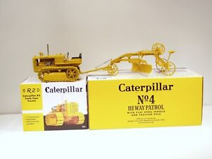 Caterpillar R2 Crawler Tractor & No.4 Grader - 1/16 - Spec Cast - Brand New