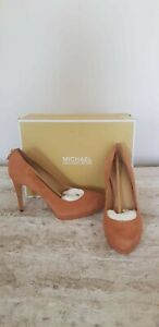 Michael Kors Womans Padlock Rust High Heels Suede  Antoinette Pump Size 5.5/38.5