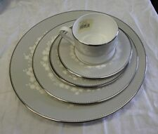 Lenox BELLINA Platinum - 5 Piece Place Setting Service For One
