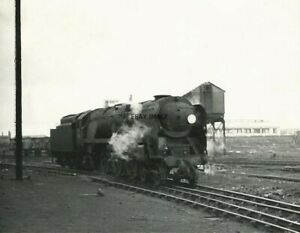 PHOTO  SR MERCHANT NAVY   NO  35010 BLUE STAR IN BR LINED GREEN LIVERY WITH 1956