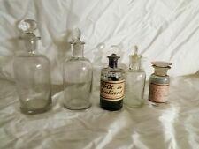 Pharmacie lot de 5 anciens flacons ou bocaux en verre blanc avec bouchons en ver