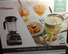 Vitamix Professional Series 750 Blender . BRUSHED STAINLESS STEEL . NEW in a Box