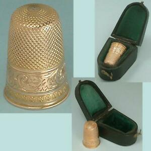 Antique 18 Kt Gold Engraved Band Thimble in Case * Dutch * Circa 1850