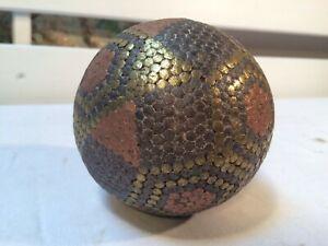 Ancienne boule cloutée