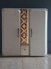 Ancienne armoire de toilette à pharmacie en métal