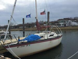 "1984 Hunter 22'3"" Sailboat - New York"