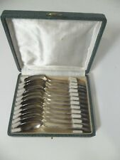 12 Petites Cuillères  en métal Argenté  dans un écrin