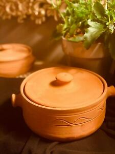 """Clay Cooking Pot with Lid - 9"""" (23 cm)"""