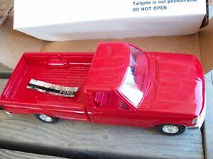AMT/ERTL #6823, 1992 FORD F-150 XLT PICKUP TRUCK, BRIGHT RED, VGC