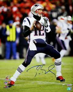 TOM BRADY AUTOGRAPHED NEW ENGLAND PATRIOTS 16X20 PHOTO TRISTAR