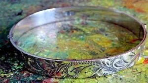 Beautiful  vintage solid sterling silver Patent hinged bangle bracelet.1979.