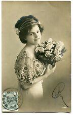 CPA - Carte Postale - Fantaisie - Portrait d'une Femme - Fleurs - 1912 (M7901)