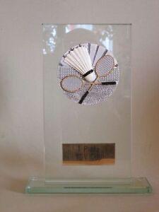 """Glas-Pokal """"Badminton"""" mit Wunschgravur"""