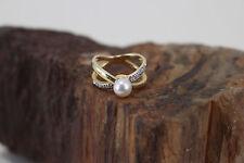 Ring 585er Gelbgold mit einer Perle und Diamanten (c06121)