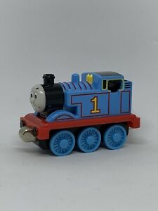 2002 Learning Curve Thomas & Friends Thomas Magnetic Die Cast Metal Toy Train