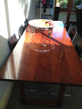 DATNER DINING TABLE