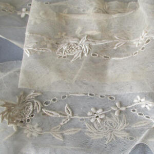 "Vintage Sheer INSERTION Trim Embroidered FLOWER Garlands 4"" Wide X 136"" * DOLLS"