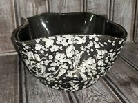 Black & White Speckled  #4001 USA Planter Pot Bowl With Wave Rim (P)