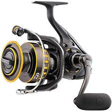 Nuevo Daiwa Negro Oro Body Geometry 3000 giratorio para Agua Salada Carrete de pesca BG3000