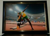 HAND SIGNED BY USAIN BOLT - WITH COA - FRAMED 8X10 - FAMOUS BOLT POSE PHOTO