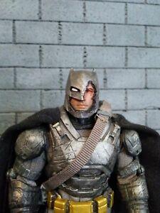 BVS battle damaged Battle armor Batman/Ben Affleck head for MEZCO 1/12