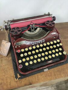 COLLECTIBLE TYPEWRITER OLIVER PORTABLE  - NO RISK WITH SHIPPING