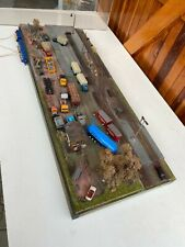 Sehr schönes Diorama H0, Bahnhof mit Autos & Plexiglashaube (GK 642)