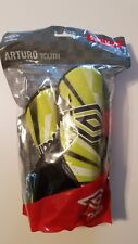 New Umbro Arturo Soccer Shin Guards Green Youth Size Medium Nip