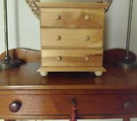 Salesman Sample Style 3 Drawer Chest Of Drawers Doll Clothes/Jewelry VIntage